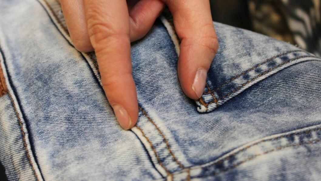 HER ER DEN SÅKALTE YOKEN - OG DEN HAR MYE Å SI FOR PASSFORMEN: For at buksen skal sitte riktig på rumpa, må du alltid sjekke hvor yoken går. For er den for høy, kan rumpa lett bli litt lang, Foto: KK.no