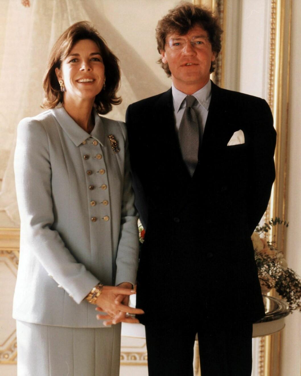 <strong>EKTEMANN NUMMER TRE:</strong> Prinsesse Caroline og prins Ernst August av Hanover fotografert i Monaco lørdag 23. januar 1999 - rett før deres borgerlige vielse. De er fremdeles gift i dag, men lever separate liv. Foto: NTB Scanpix