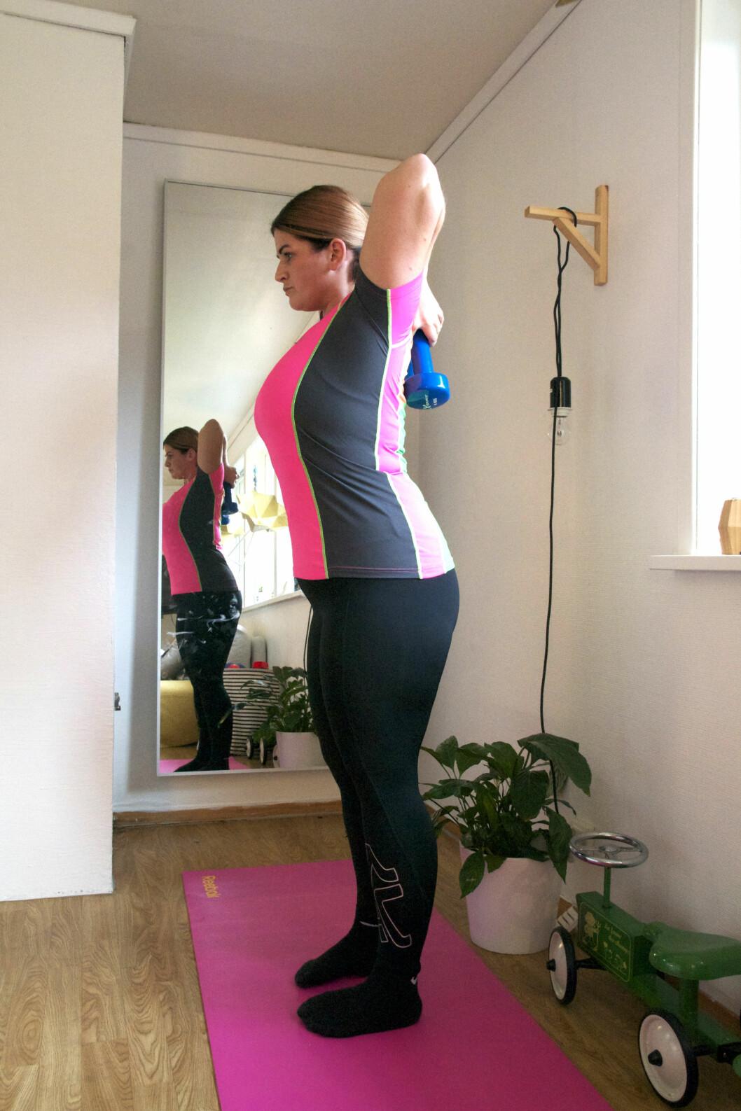 NY ERERGI: Christina jogger og trener styrketrening i stua tre til fire ganger i uka. Foto: Irene Jacobsen