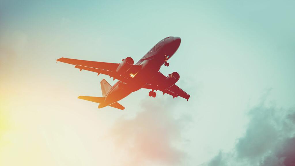 BILLIGE FLYBILLETTER: Ifølge ekspertene lønner det seg å bestille flybilletter i god tid i forveien.  Foto: Shutterstock / Yulia Grigoryeva