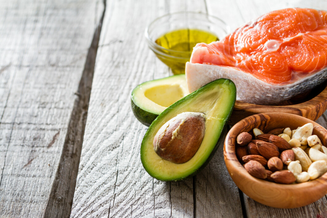 RIKTIG FETT: Dette er mat som bidrar med mange kilokalorier per mengde mat og som er rik på fett. Foto: Shutterstock / Oleksandra Naumenko