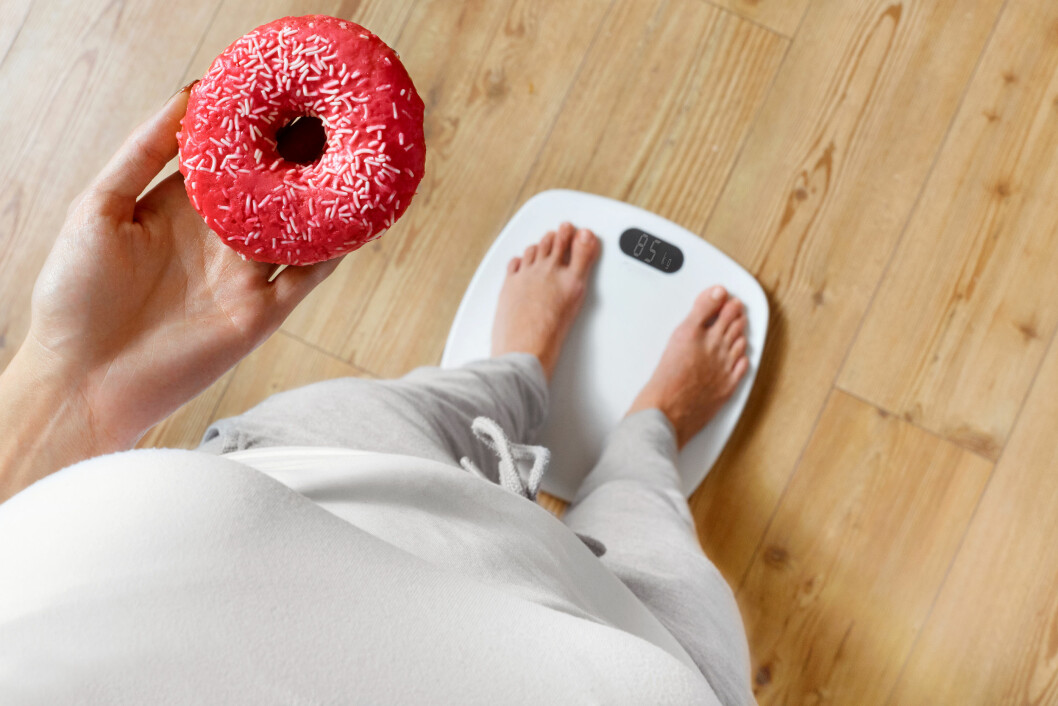 SKAL, SKAL IKKE: Hvis du først bestemmer deg for å spise noe godt så nyt det og står for det valget du har gjort. Altfor mange av oss sliter med dårlig samvittighet over det vi spiser. Foto: Shutterstock