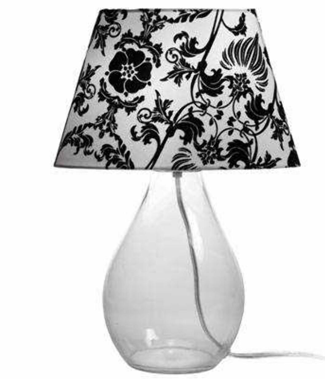 Lampe med grafisk blomstermønster (ca kr 155, Åhlens).