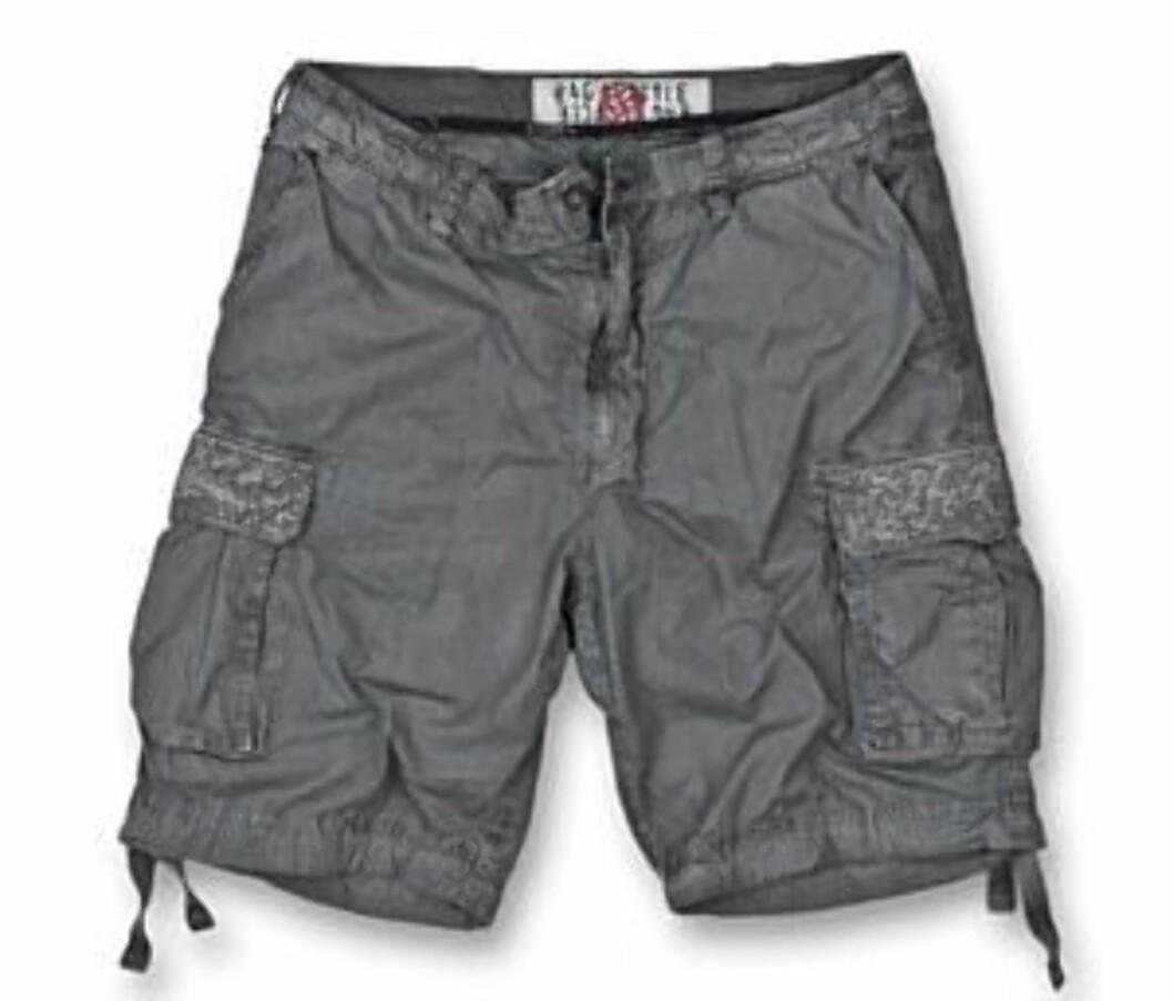 Grønn shorts med lommer på lårene (kr 1999/Rare) Foto: Produsent
