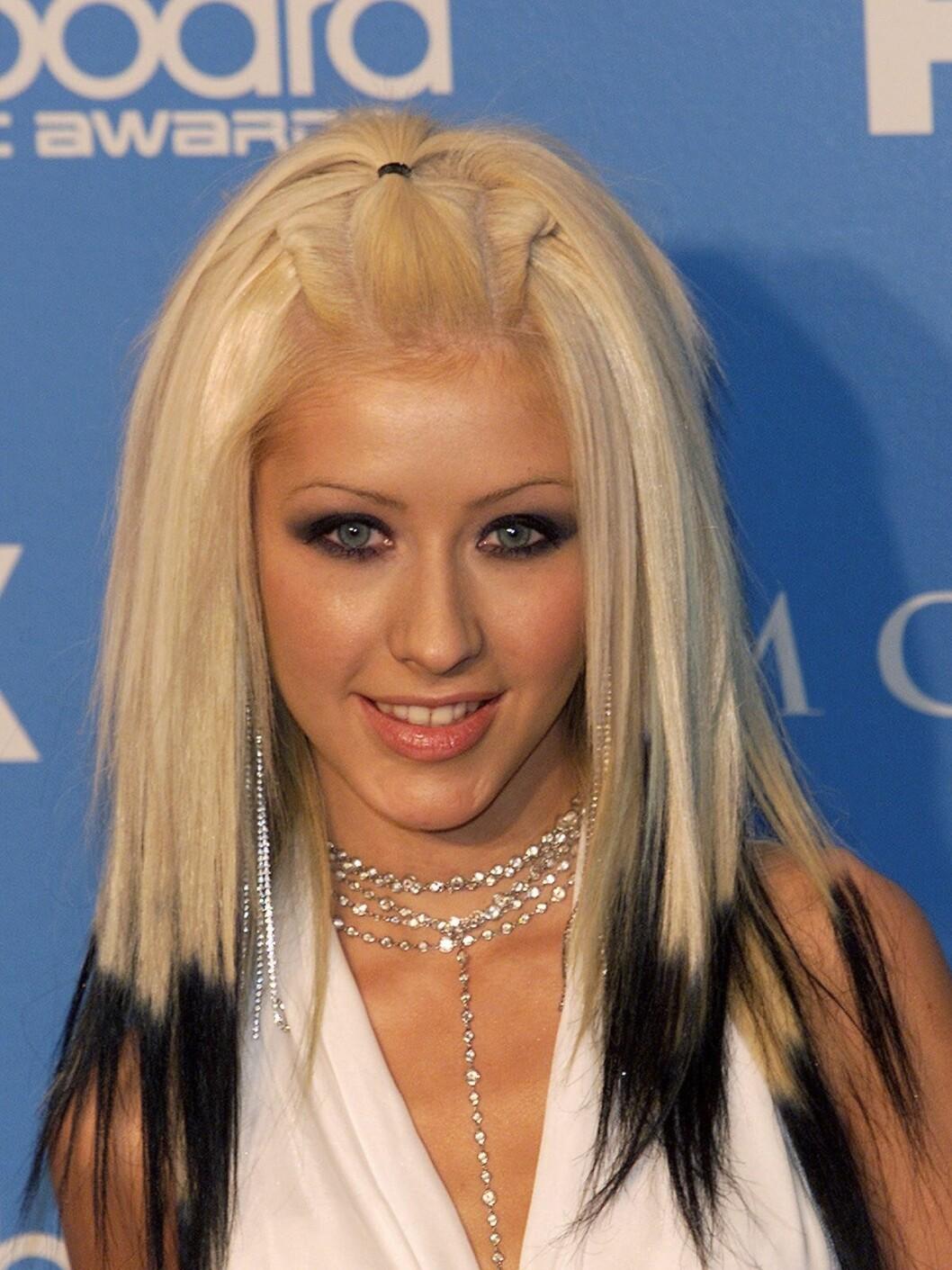 Tidlig i karrieren eksperimenterte Christina ekstra mye. Her i halterneck og tofarget hår. Foto: All Over Press