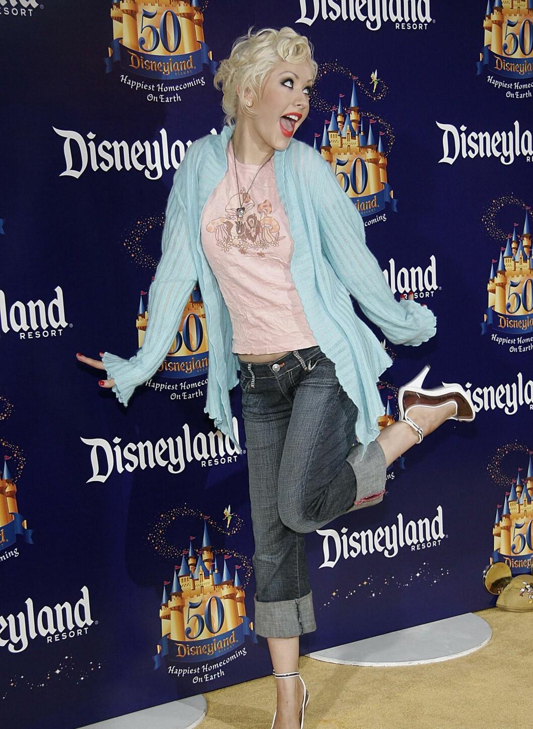 Christina kombinerer gjerne enkle plagg som jeans og T-skjorte med høye pumps og superstylet fjes og hår. Her i 2005. Foto: All Over Press