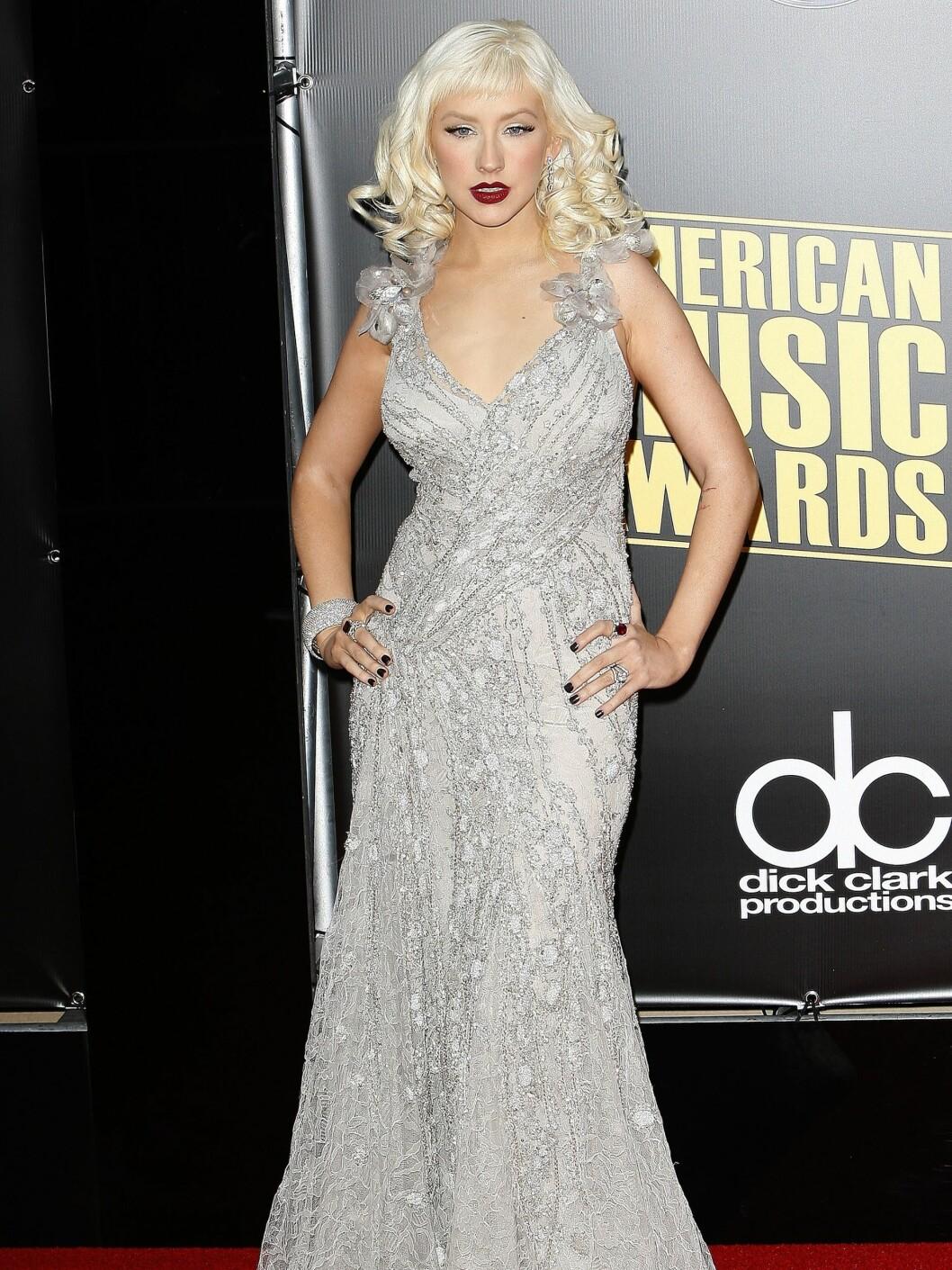 Slik ser vi henne oftest; glamourøse kjoler og sterk sminke. Foto: All Over Press