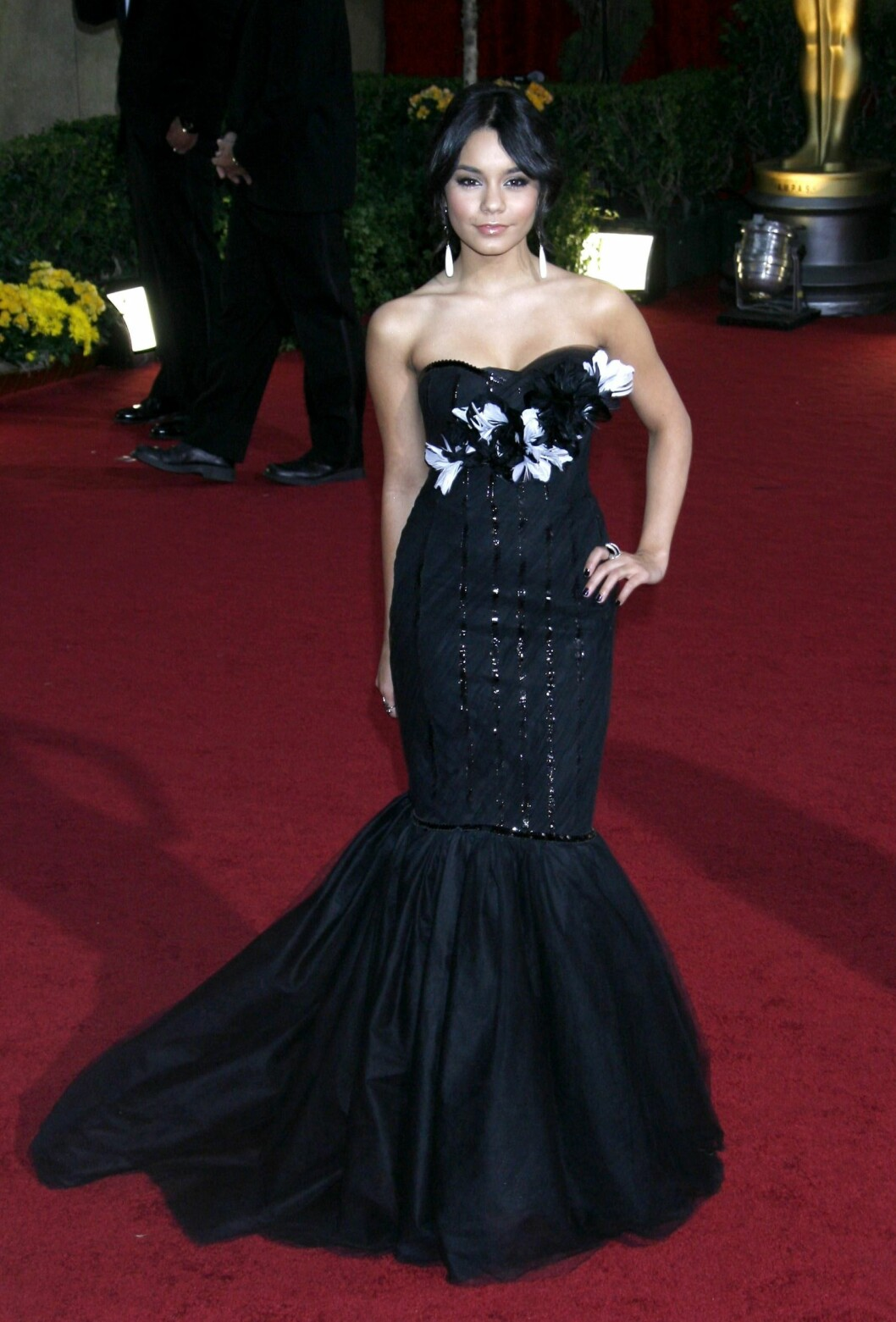 Vanessa Hudgens i en svart havfruekjole fra Marchesa. Foto: All Over Press