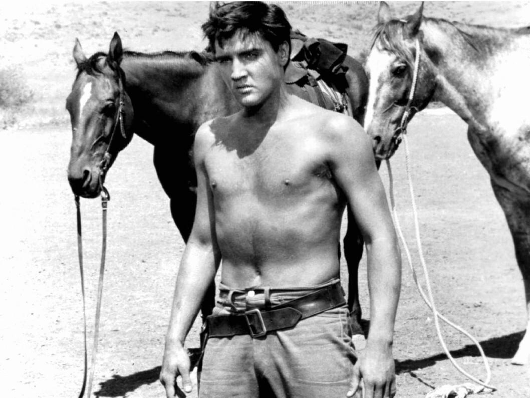 I «Flaming star» spilte Elvis en cowboy som føler seg dratt mellom den indianske og den hvite verden. Foto: All Over Press