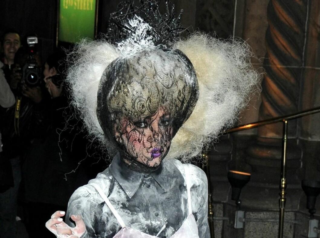Ingen tvil om at Lady Gaga liker å dekke seg til, og hun må få ros for kreativiten. Foto: All Over Press