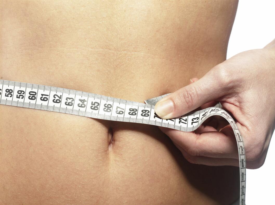 Det ser ut til at det å veksle mellom å spise lite og spise normalt får vekta til å dale. Foto: colourbox.com