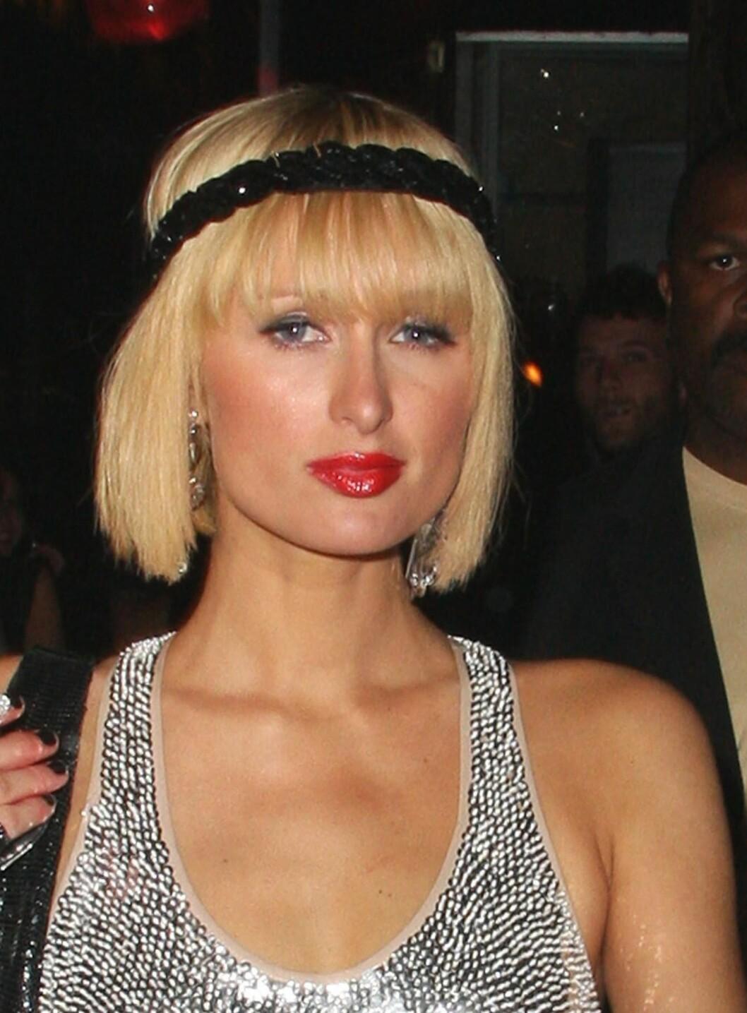 Også hotellarving og sosietespike Paris Hilton har fikset på leppene sine. Her har hun også malt truten rød, for å framheve fyldigheten litt ekstra.  Foto: All Over Press