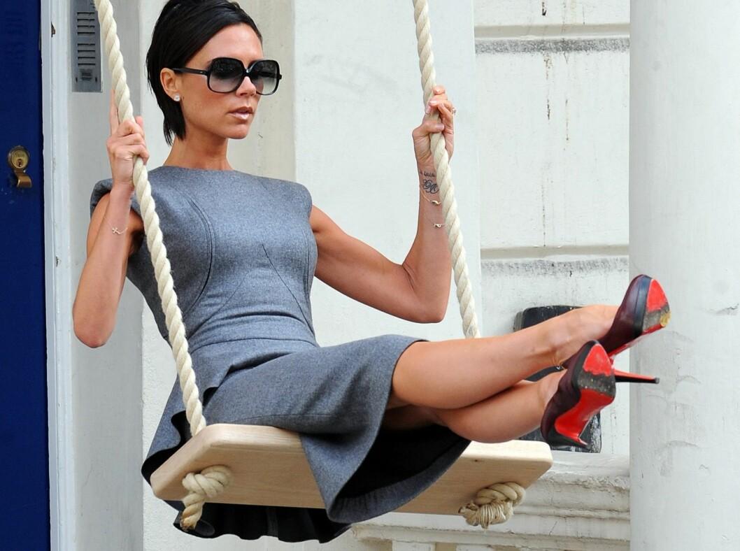 LIKER SEG I HØYDEN: Victoria Beckham i lave sko er en sjeldenhet.  Foto: All Over Press