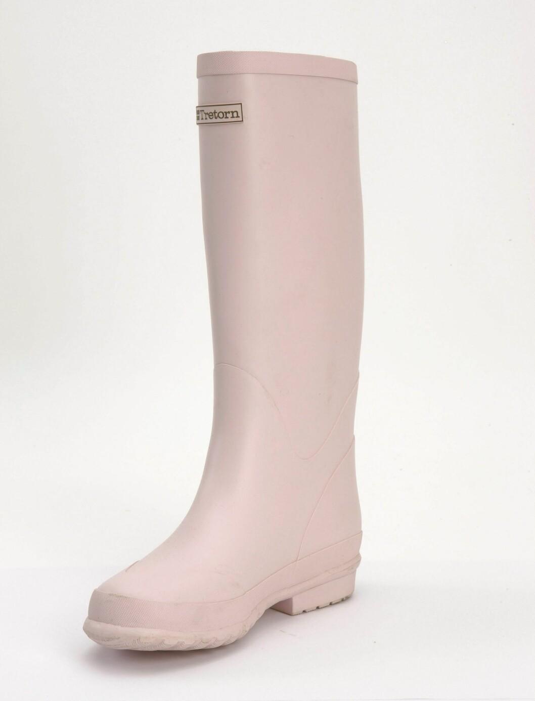 Høy rosa støvel - perfekt over lyse olabukser (kr 600, Tretorn).