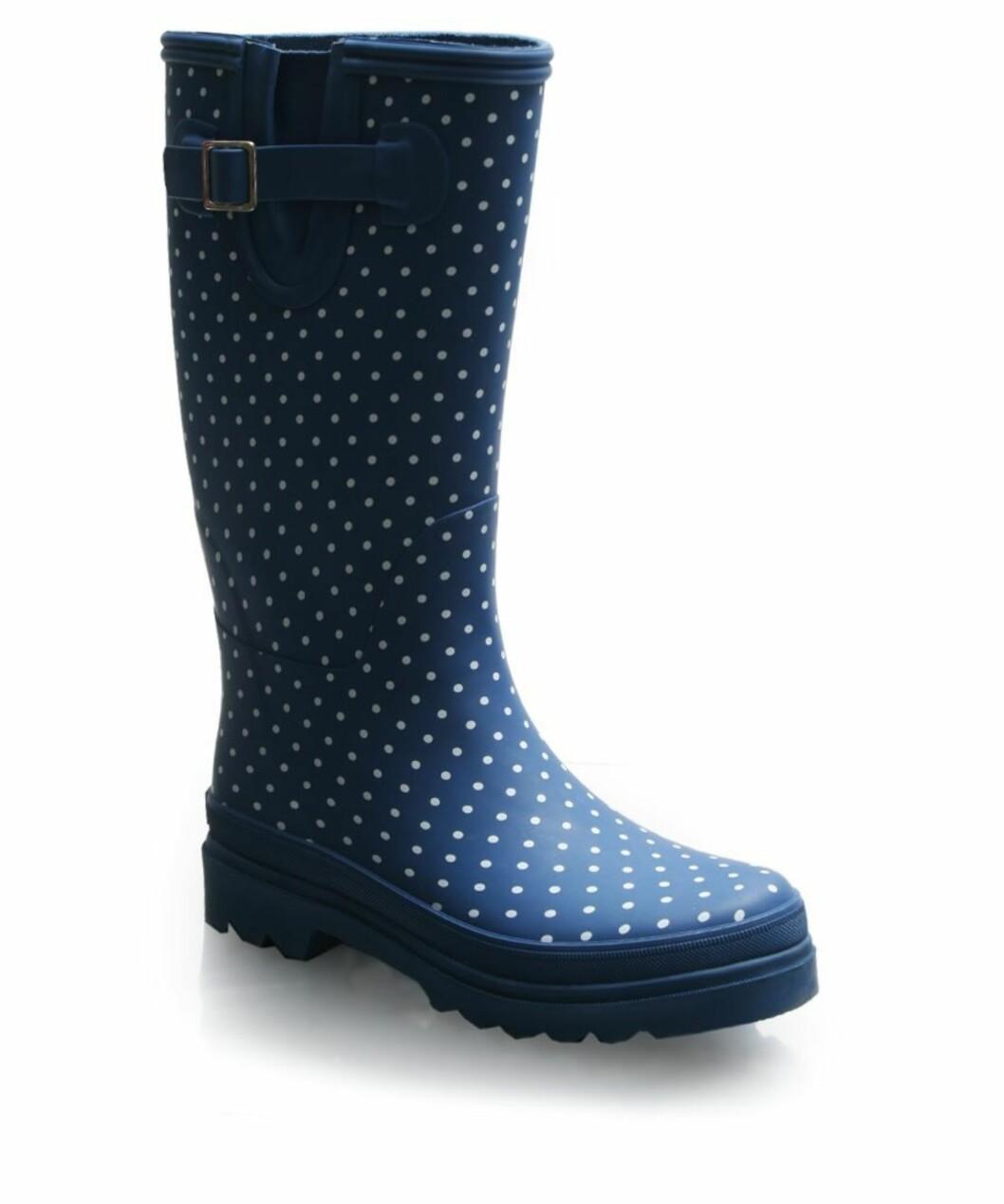 I blått med søte hvite prikker (kr 550, Cath Kidston/Asos.com).