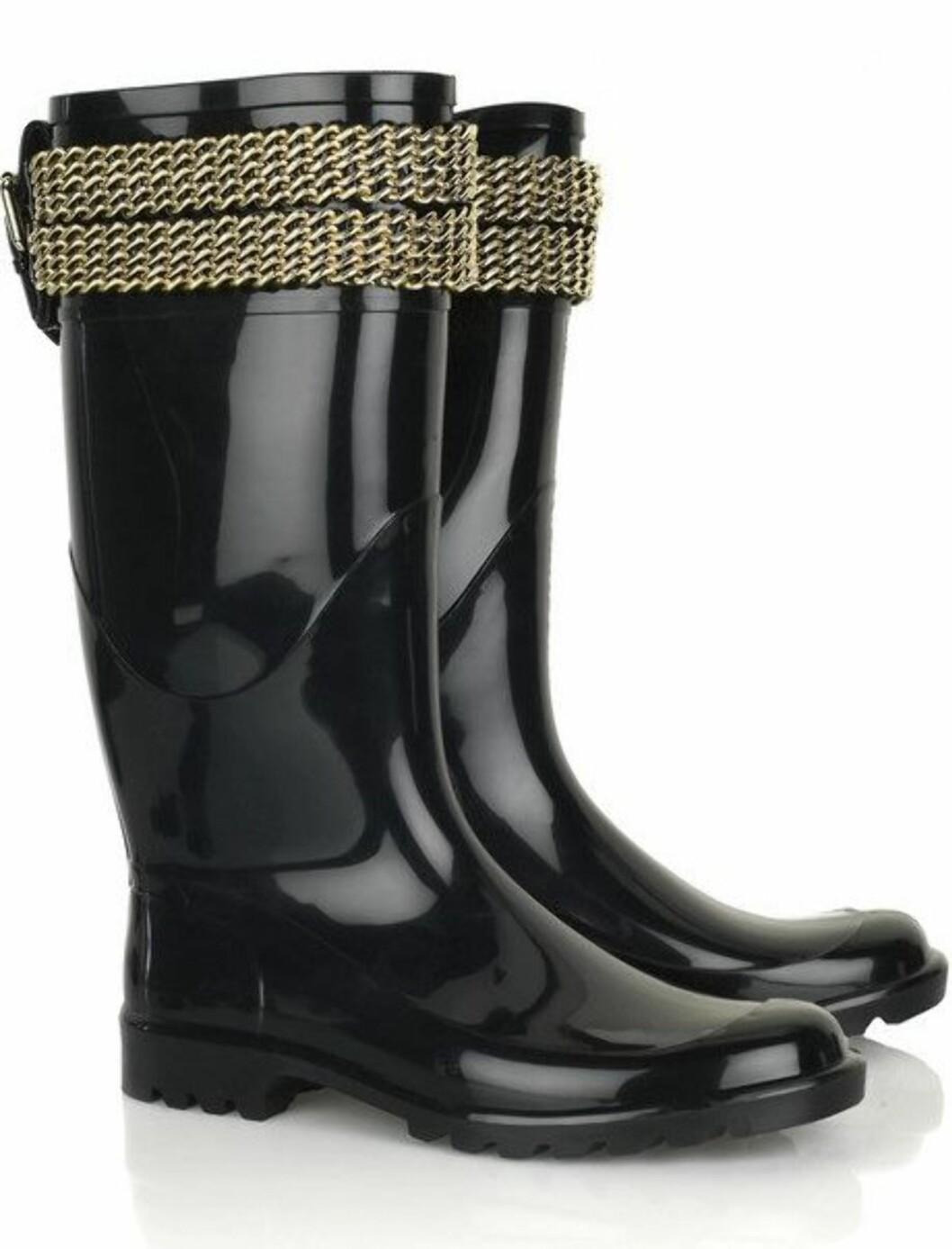 Fantastiske støvler med gullenker øverst - en drøm for vaskekte fashionstaer (kr 2300, Burberry/Netaporter.com).
