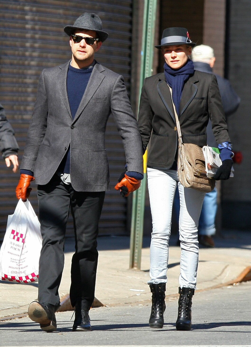 Diane Kruger og Joshua Jackson er kjent for å kle seg likt når de viser seg offentlig sammen. Denne dagen var ikke noe unntak.   Foto: All Over Press
