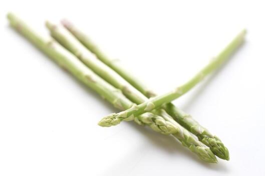 Asparges er knasende godt - og du kan spise så mye du orker av det! Foto: colourbox.com