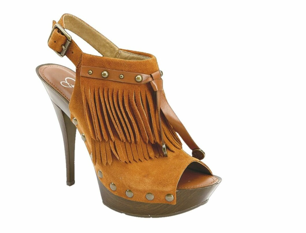 Tøffe sko med frynser og platå - perfekt når du skal ut og svinge deg (kr 1500, Jessica Simpson).