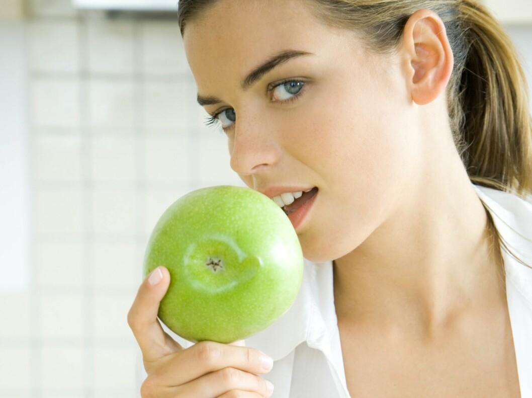 Noen typer mat legger du lett på deg av - men det finnes også mat som hjelper deg med å gå ned i vekt. Foto: colourbox.com