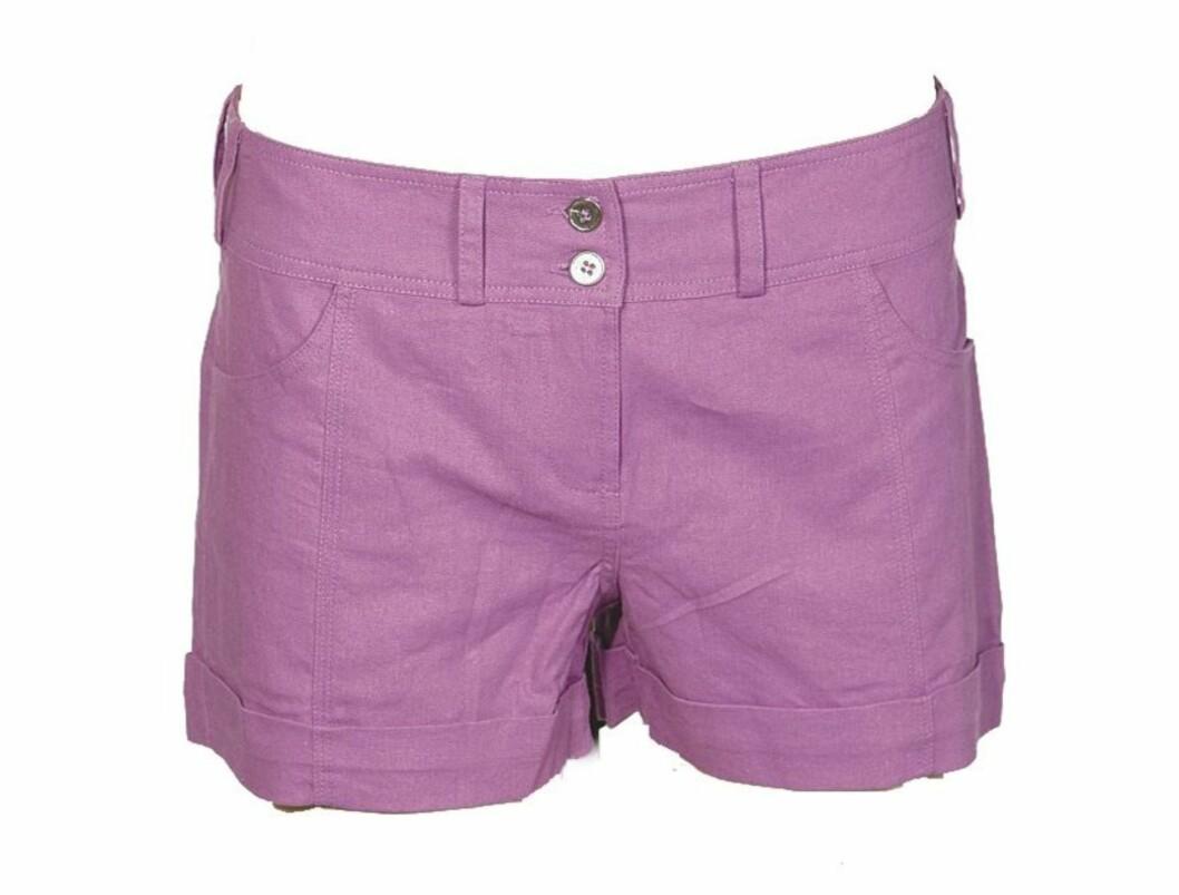Snerten liten shorts med to knapper (kr 250, Lene V).