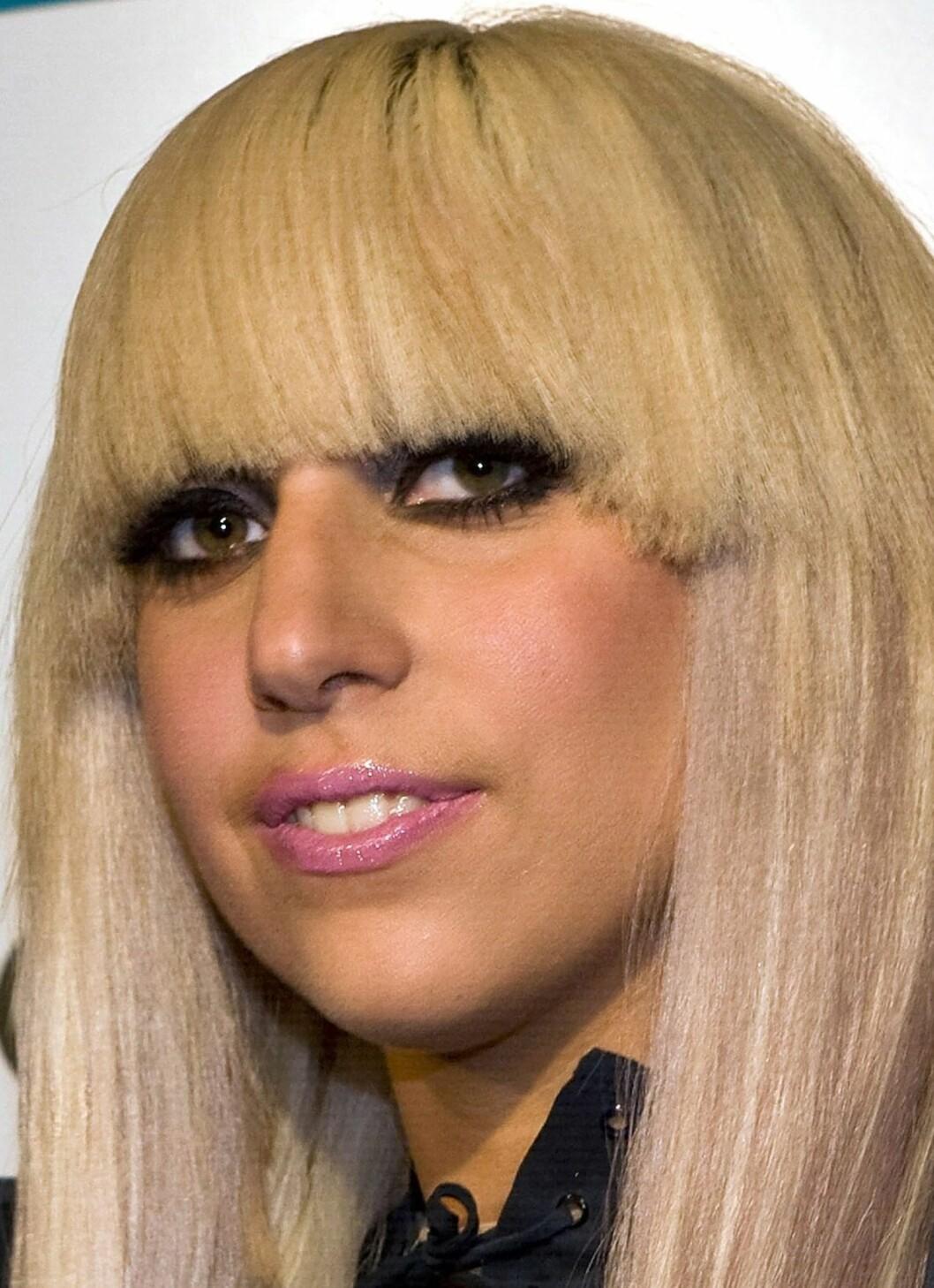 Lady GaGa23-årige Lady GaGa topper hitlistene verden over. Hun skal også ha uttalt dette:«Jeg elsker menn, jeg elsker kvinner, og jeg elsker sex.» Foto: All Over Press