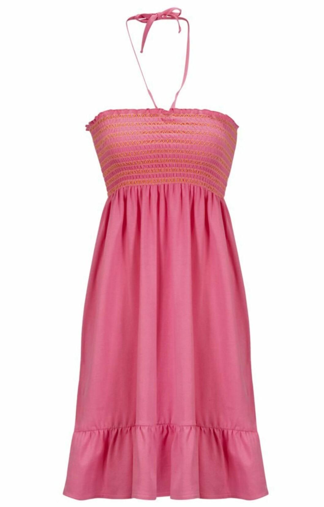 <strong>SUPERENKEL:</strong> Søt bærfarget kjole som er super å slenge over bikinien på vei til stranden (kr 150, Ellos).