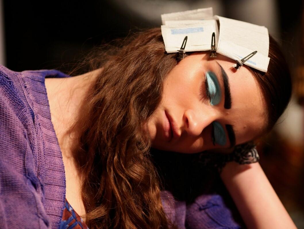 Må man, så må man. Her har en modell duppet av fra hele stylingen under moteuka i Sydney.  Foto: All Over PressAll Over Press