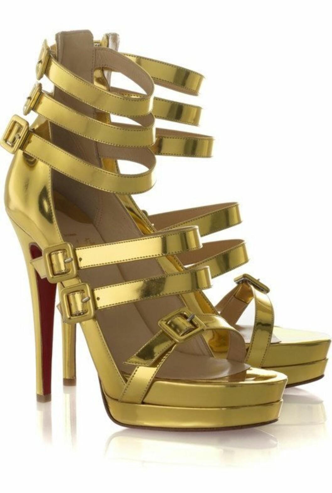 <strong>14 cm:</strong> I gull med tre ankelremmer til svimlende summer (cirka kr 8500, Christian Louboutin/Netaporter.com).