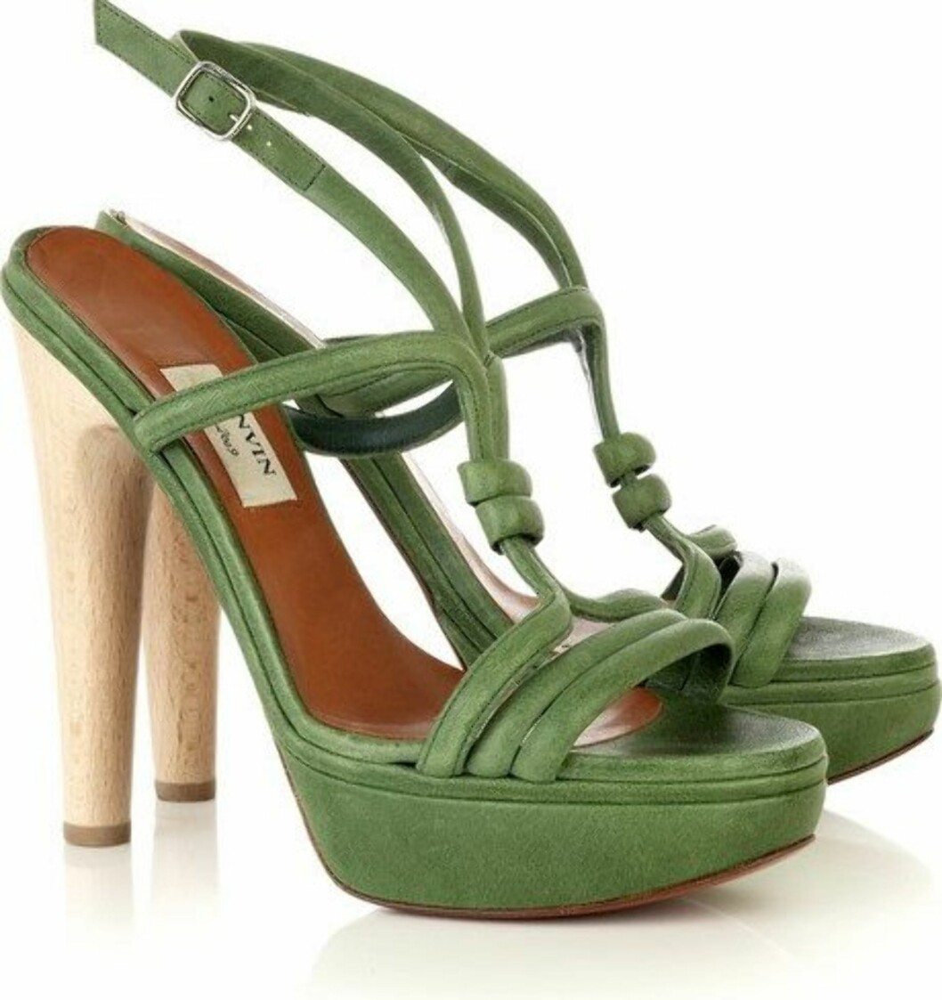 13.5 cm: Platåsko i knall grønt med trehæl i luksussklassen (kr 4500, Lanvin/Netaporter.com).