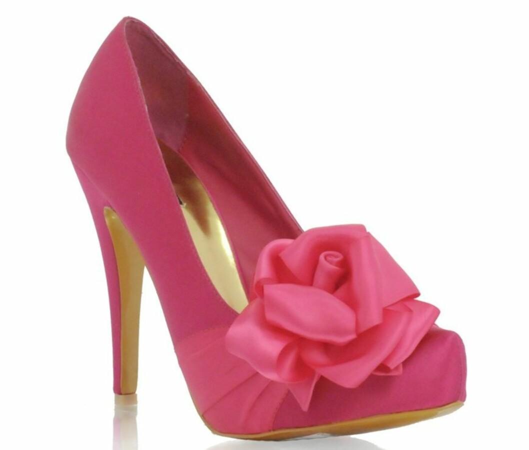 <strong>13 cm:</strong> Knall rosa med sløyfe (kr 400, Asos.com).