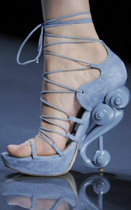 Skulpturell hæl fra Christian Dior, sommeren 2009. Foto: Getty ImagesAll Over Press