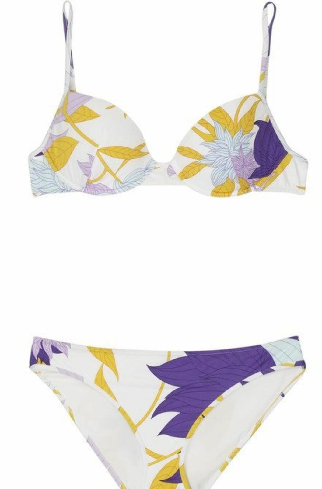 ELEGANT: Lekker variant mønstret med fargerike blader (kr 2650, Emilio Pucci/Netaporter.com).