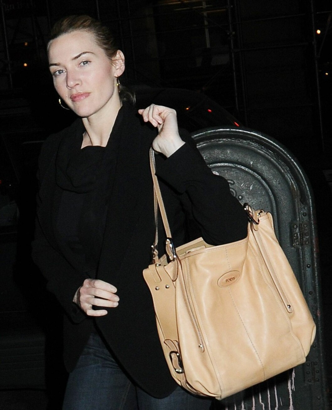 Skuespiller Kate Winslet med en flunkende ny Tod's G-bag på armen. Foto: All Over Press