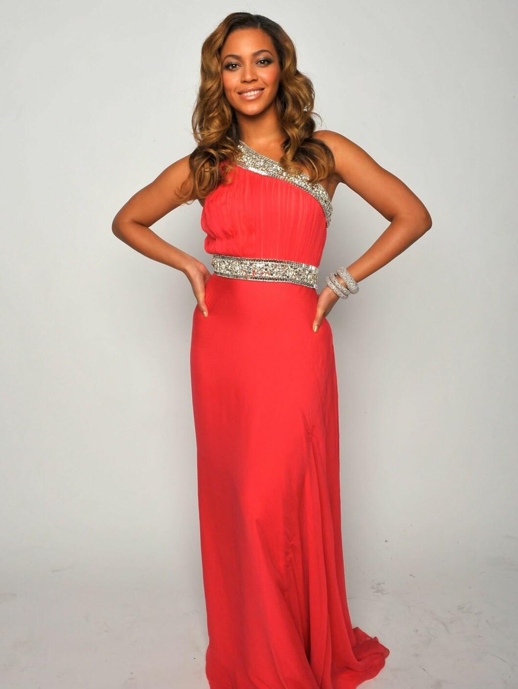 Da artisten Beyoncé Knowles skulle slanke seg inn i rollen i Dreamgirls, brukte hun en diett fra 1941, kalt Lønnesirup-kuren. Den går ut på å erstatte all mat med en væske bestående av sitronsaft, lønnesirup, vann og kajennepepper. Men hun anbefaler ikke kuren til noen. - Det finnes andre og bedre måter å gå ned i vekt på, sier hun.   Foto: All Over Press