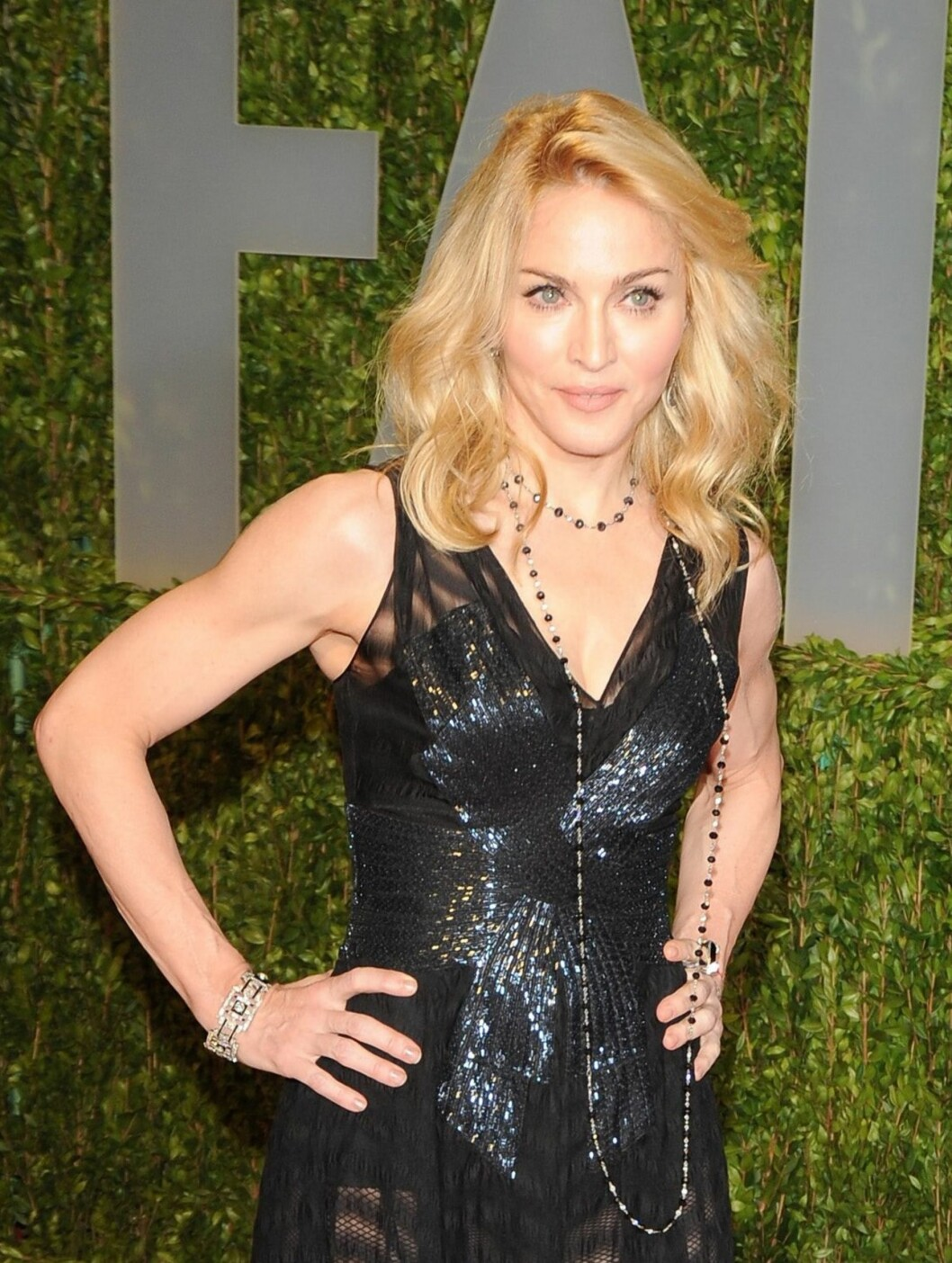Ingen som ser Madonna tror at hun får denne kroppen av å ligge på sofaen og spise sjokoladeis. Hun trener hver dag, og lever på en streng makrobiotisk diett med mye fullkorn og grønnsaker. Hun rører ikke rødt kjøtt eller kylling. Hun spisr heller aldri mat som er kunstig eller naturlig søtet, og ligger unna honning, sjokolade og alt sukker.  Foto: All Over Press