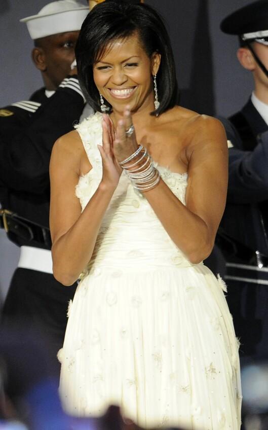 I SKINNENDE HVITT: Førstedamen Michelle Obama var nydelig i denne kjolen fra Jason Wu under innsettelsesserimonien tirsdag 20. januar. Foto: All Over Press