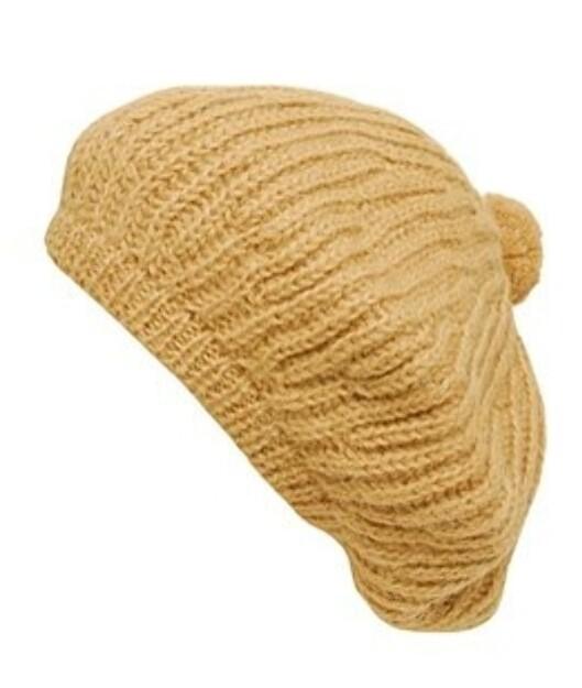 Baskerlue av alpakkaull fra Acne (kr 510, Brownsfashion.com).  Foto: Produsent