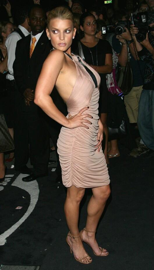 RUMPELØFT: Jessica Simpson vet hva et sett hæler gjør for kroppen. Foto: All Over Press