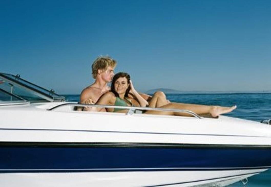 8. På båtenHvis du har en mage som tåler det, burde du absolutt sørge for å få krysset av dette punktet på lista. Ikke bare er det å ha sex i en duvende båt avslappende deilig, du kan også ta en forfriskende dukkert etterpå.  Foto: www.imagesource.comAll Over Pr