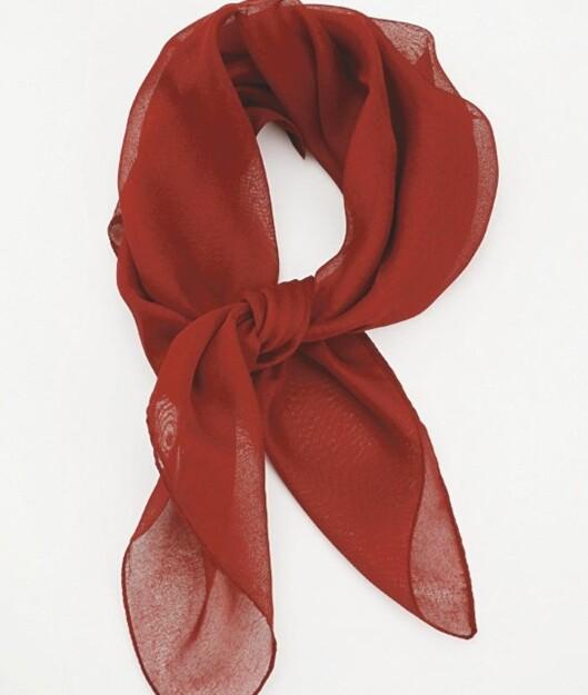Rødt florlett chiffonskjerf (kr 100, Prego).