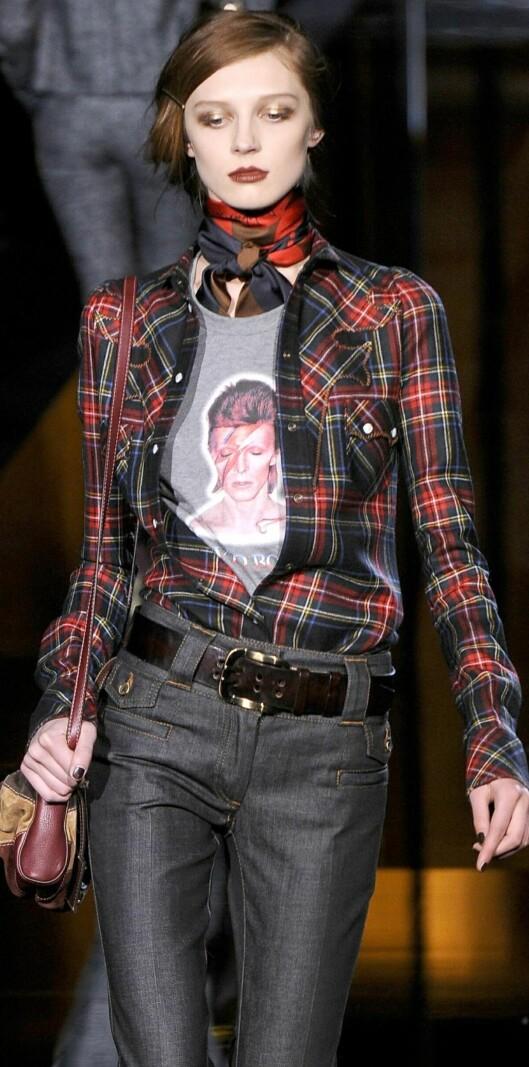 Tett knyttet skjerf i halsen på rockabillyvis fra Dolce & Gabbanas høstkolleksjon.