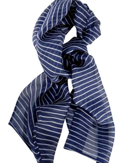 Med striper i mairitim stil (kr 25, Ellos).