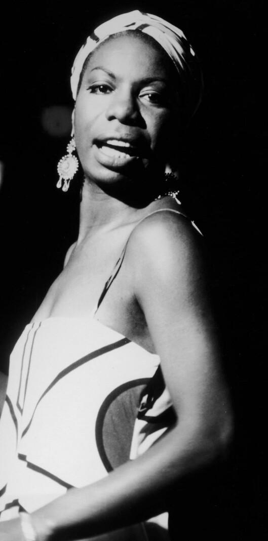 Hodeskjerfet var jazz-legenden Nina Simones varemerke. Her fra en konsert i 1962. Foto: All Over Press
