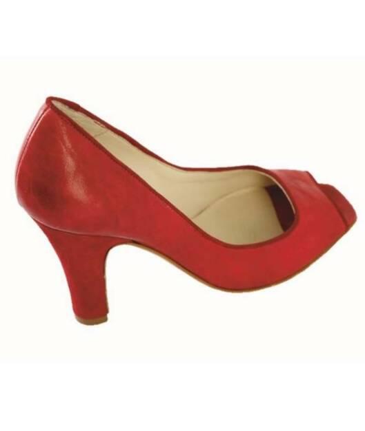 Høyhælte sko med åpen tå (kr 880, Benetton).