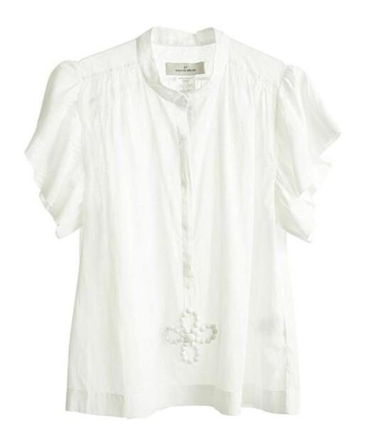 Du vil aldri få nok hvite skjorter, her en med broderier (kr 800, Malene Birger).