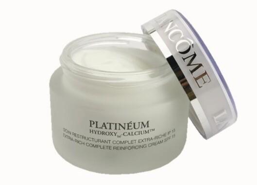 Platinéum er en rik ansiktskrem for moden hud. Inneholder sheasmør og naturlige oljer som skal gi næring og beskyttelse til veldig tørr hud. Med solfaktor 15 (kr 1290/50 ml, Lancôme).
