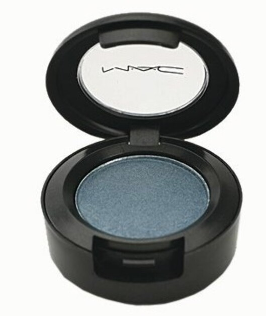 Blå skygge med skimmer (kr 210, Moonflower fra Mac).