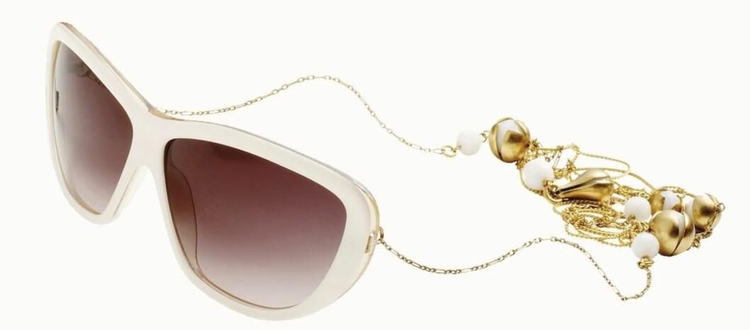 FORDUMS GLAMOUR: Lekre briller uten stang (kr 1500, Pilgrim).