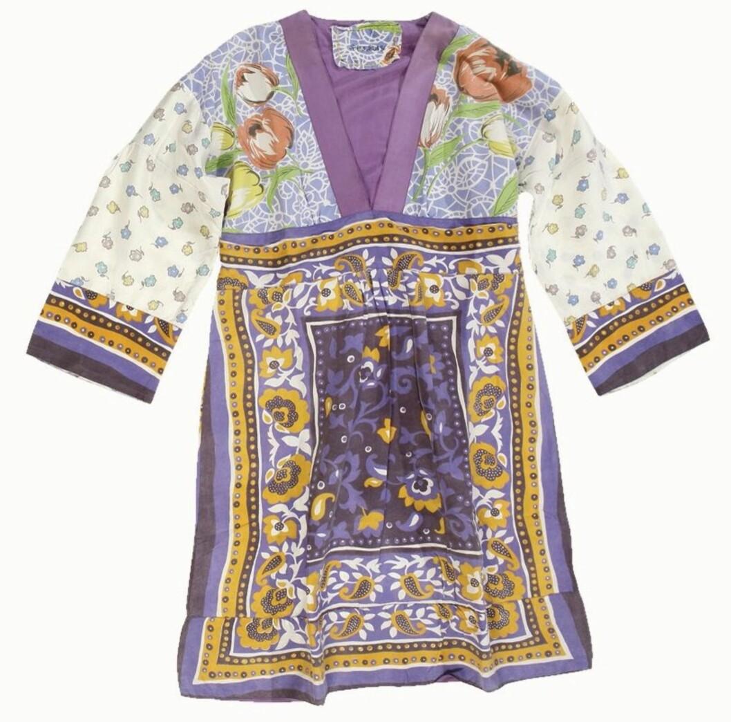 HERLIG HIPPIESTIL Fargeglad tunika i silke (kr 2800, Replay).